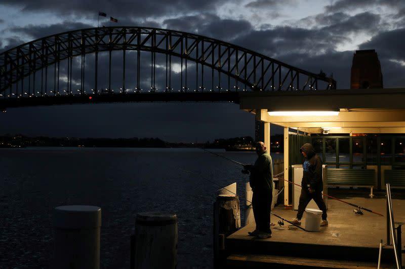 Australia eyes New Zealand travel 'bubble' as cases fall