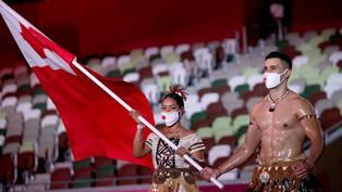 開幕禮大亮點!東加王國猛男持旗手Pita Taufatofua「騷肌」現身