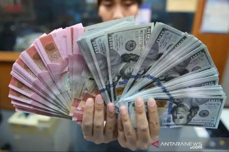 Rupiah menguat didorong surplus neraca perdagangan Mei