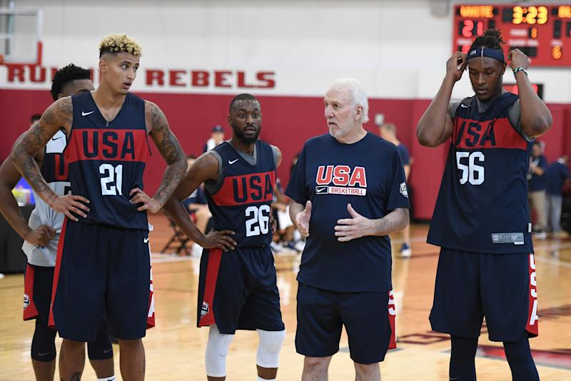 LAS VEGAS, NEVADA - AUGUST 05: (L-R) Kyle Kuzma #21 and Kemba Walker #26, head coach Gregg Popovich and Myles Turner #56 of the 2019 USA Men's National Team talk during a practice session at the 2019 USA Basketball Men's National Team World Cup minicamp at the Mendenhall Center at UNLV on August 5, 2019 in Las Vegas, Nevada. (Photo by Ethan Miller/Getty Images)