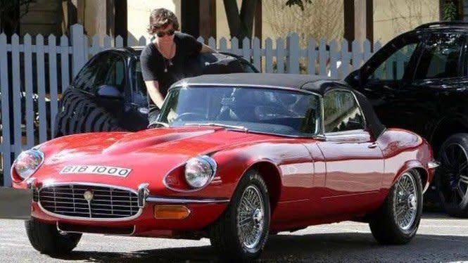 Sangarnya Koleksi Mobil Harry Styles Eks One Direction