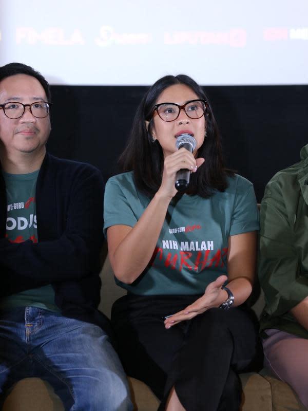 Dian Sastrowardoyo menjadi produser dan pemain di film Guru-Guru Gokil (Daniel Kampua/Fimela.com)