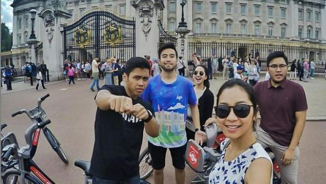 Vidi Aldiano di Buckingham Palace (Instagram)
