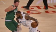 NBA》詹姆斯22+7+10戴維斯28分 湖人聖誕大戰勝獨行俠