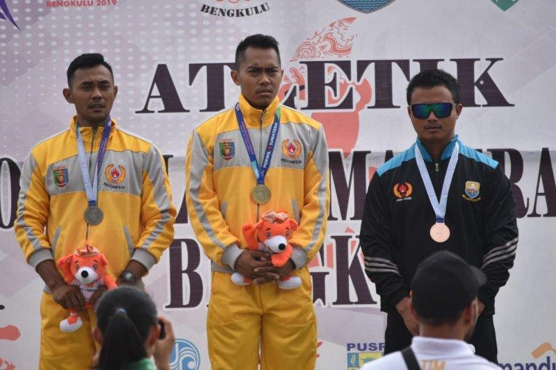 Eko Wicaksono raih medali emas lompat galah