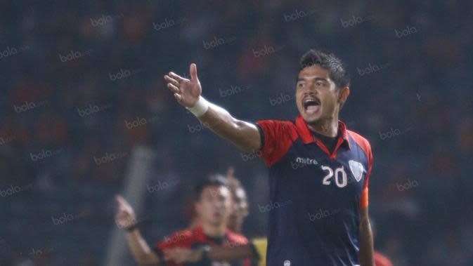 Bambang Pamungkas saat berseragam Pelita Bandung Raya. (Bola.com/Nicklas Hanoatubun)