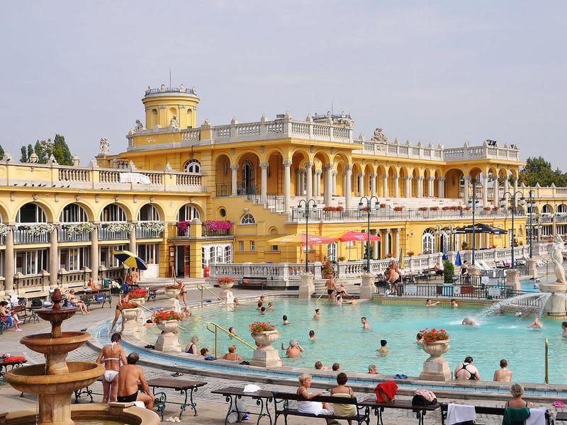 匈牙利布達佩斯塞切尼溫泉浴場
