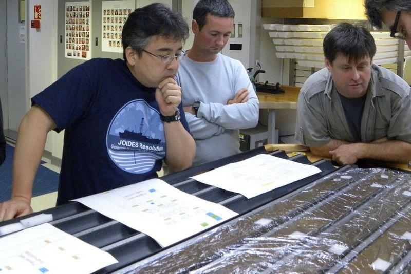 Para ilmuwan hidupkan lagi mikroba berumur 100 juta tahun dari dasar laut