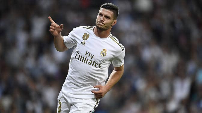 3. Luka Jovic (Real Madrid) - Penampilan apik bersama Eintracht Frankfrut musim lalu membuatnya layak diboyong Los Blancos untuk menjadi juru gedor yang bisa merusak pertahanan lawan. OVR 83 - 89. (AFP/Oscar Del Pozo)
