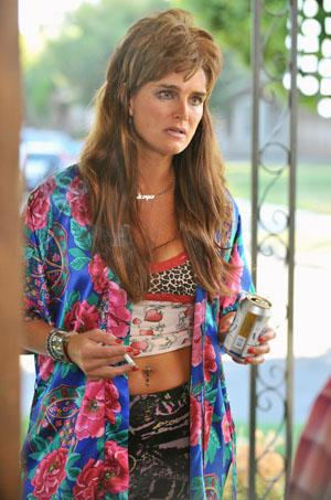 Brooke Shields gets trashy on 'The Middle' [Video]