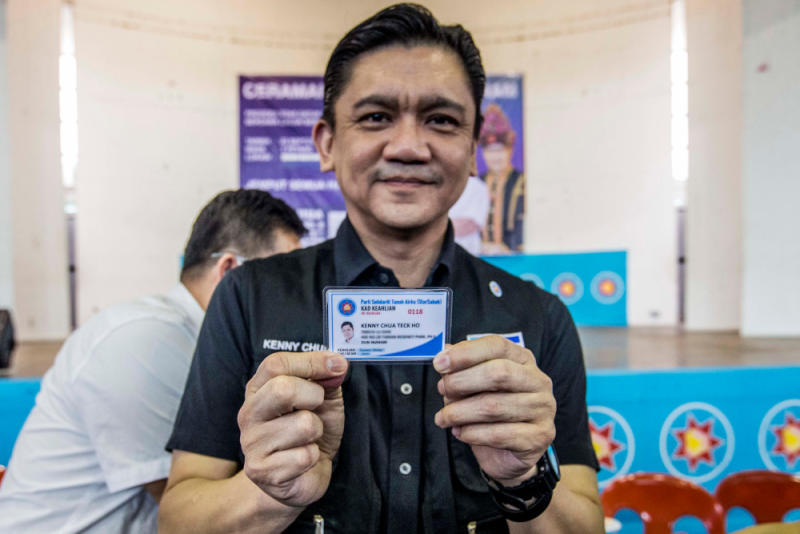 Independent candidate for Inanam constituency Kenny Chua showing his STAR member card in Manggatal, Sabah September 22, 2020. — Picture by Firdaus Latif.