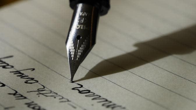 ilustrasi unsur kebahasaan untuk membuat kalimat baik/Aaron Burden/unsplash