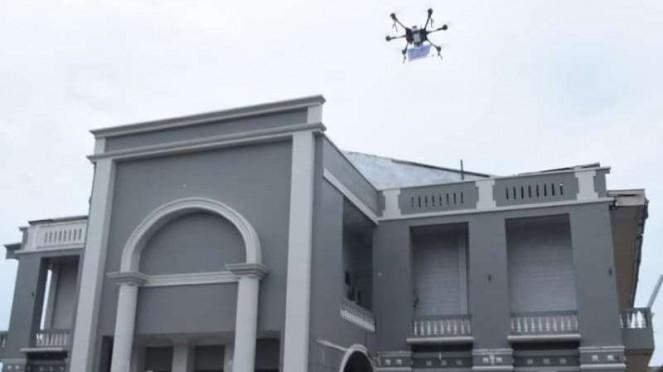 VIVA Militer: Drone TNI AU menyemprotkan disinfektan ke Gereja Bethel Indonesia