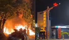 台南轉運站旁大火! 「爆炸聲不斷」36輛機車燒毀