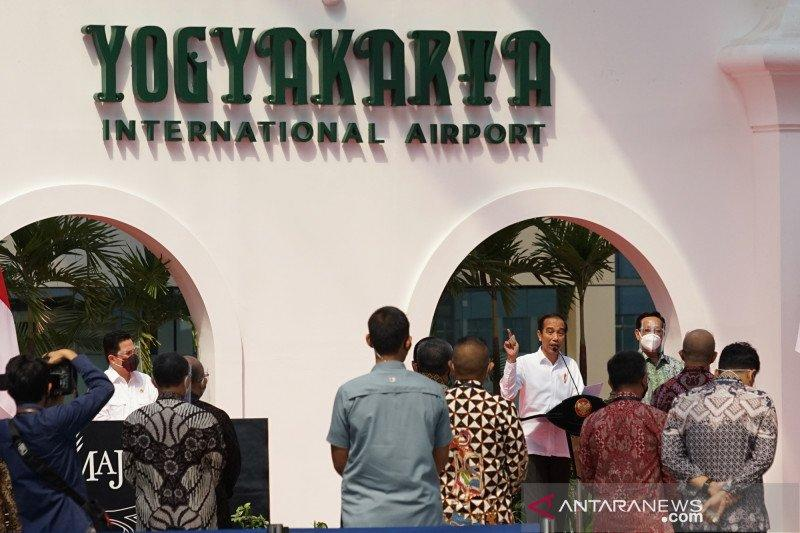 Presiden Jokowi bagi modal kerja ke pedagang bakpia hingga angkringan