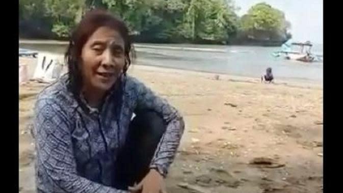 Susi Pudjiastuti saat berada di Pantai Pangandaran, Jawa Barat (Dok.Instagram/@susipudjiastuti115/https://www.instagram.com/p/B5z_bH5Hyba/Komarudin)