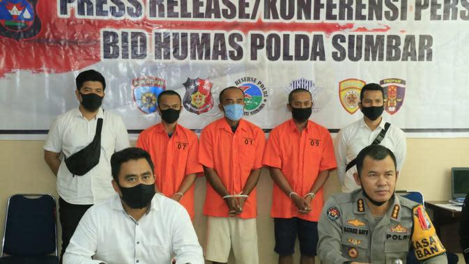 Polda Sumbar merilis kasus penambangan emas illegal di Kabupaten Solok selatan.