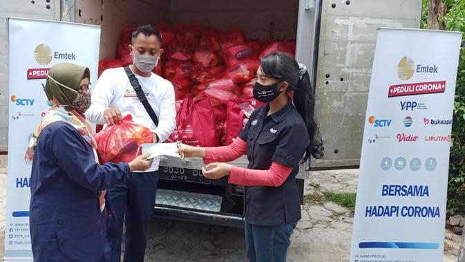 Ratusan Paket Sembako Disalurkan oleh Tim YPP Kepada Warga Kelurahan Sekeloa RW 09 Kecamatan Coblong Kabupaten Bandung