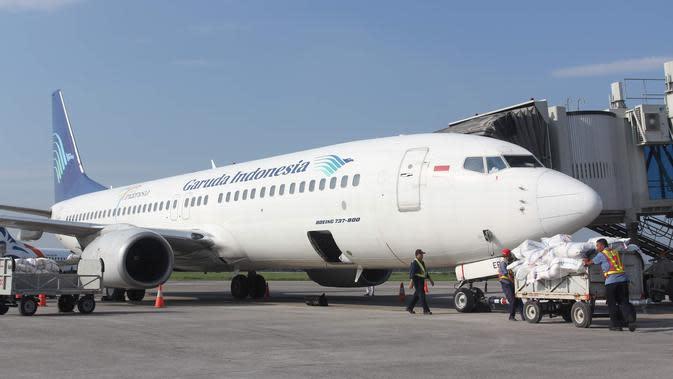 Ilustrasi maskapai penerbangan Garuda Indonesia saat berhenti di apron Bandara Adi Soemarmo.(Liputan6.com/Fajar Abrori)