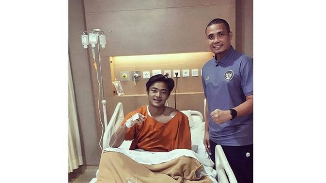 Cedera Panjang, Ini 5 Potret Terbaru Ernando Ari Kiper Persebaya Surabaya (sumber: Instagram.com/fotbal_update)
