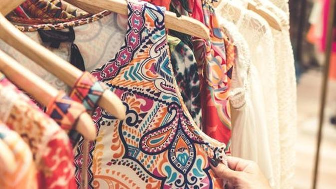 Ilustrasi batik. Sumber foto: unsplash.com/Artem Bali.