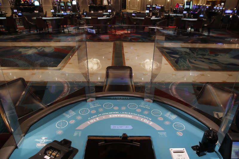 Dadu yang didesinfeksi: Kasino Las Vegas bersiap-siap untuk bergulir