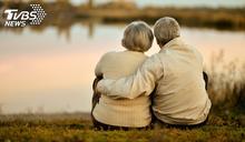 離婚4年戀上「大12歲岳母」 恩愛30年喊:她改變我