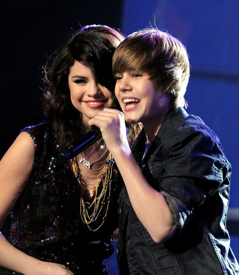 NYRE 2010 Selena Gomez and Justin Bieber performing