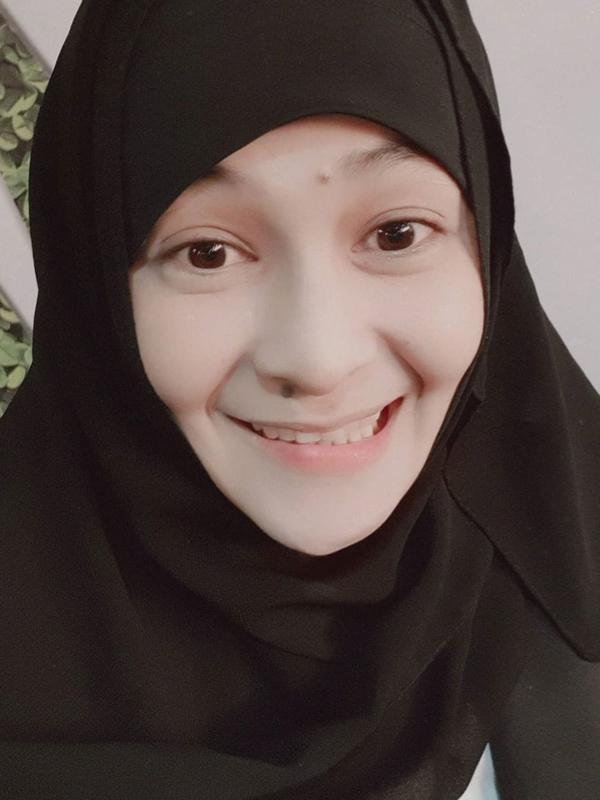 Sering Tampil Tomboi, Pesona 7 Seleb Pakai Hijab Ini Bikin Pangling (Sumber: Instagram/@mitathevirgin)