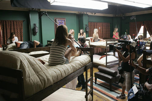 Yahoo! TV goes behind the scenes at 'The Bachelor' pad