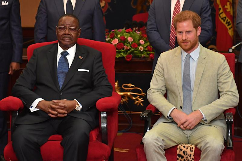 LILONGWE, MALAWI - SEPTEMBER 29: Prince Harry, Duke of Sussex Sussex meets with Professor Arthur Peter Mutharika, President of the Republic of Malawi at the State House on day seven of the royal tour of Africa on September 29, 2019 in Lilongwe, Malawi. (Photo by Pool/Samir Hussein/WireImage)