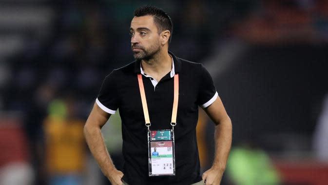 Gaya Xavi Hernandez saat mendampingi tim asuhannya, Al Sadd. (AFP/Karim Jaafar)