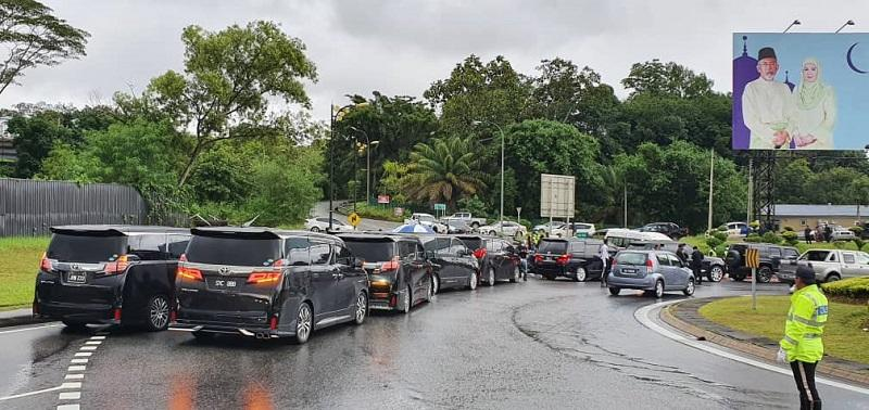 Former chief minister Tan Sri Musa Aman and his entourage are barred from entering Istana Negeri in Kota Kinabalu July 30, 2020. — Picture by Julia Chan