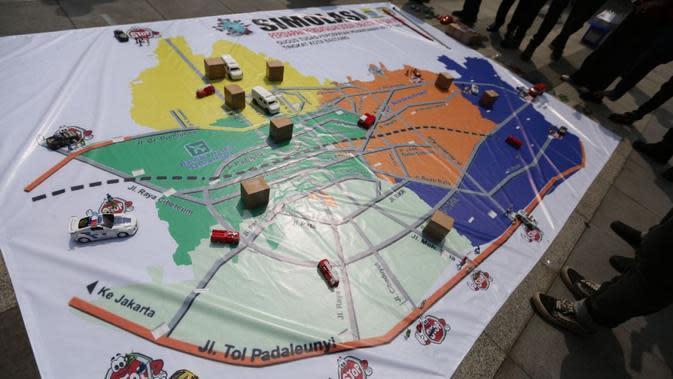 Gladi Simulasi Penerapan Pembatasan Sosial Berskala Besar (PSBB) di Kota Bandung di Plaza Balai Kota Bandung, Minggu (19/4/2020). (sumber foto : Humas Pemkot Bandung)