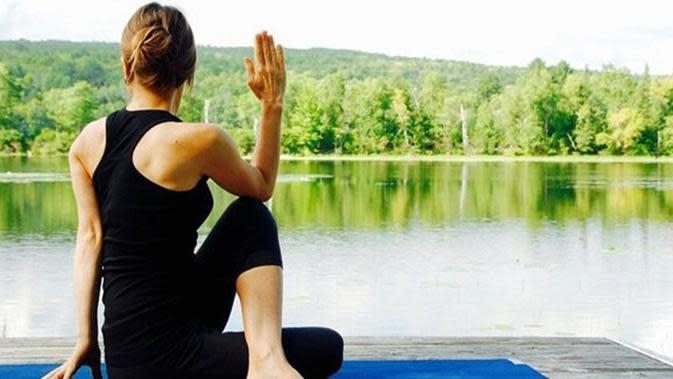 yoga/copyright Pixabay.com/evitaochel