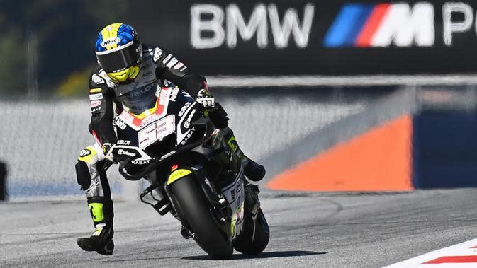 Pembalap Esponsorama Racing, Tito Rabat, saat mengikuti latihan bebas (FP3) MotoGP Styria di Sirkuit Red Bull Ring, Austria, Sabtu (22/8/2020). Joan Mir finis pertama pada FP3 MotoGP Styria dengan catatan waktu 1 menit 23,456 detik. (AFP/Joe Klamar)