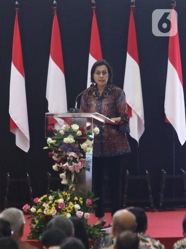 Menteri Keuangan Sri Mulyani memberikan sambutan saat penutupan perdagangan Pasar Modal Indonesia Tahun 2019 di BEI, Jakarta, Senin (30/12/2019). Pada penutupan IHSG ditutup melemah cukup signifikan 29,78 (0,47%) ke posisi 6.194.50. (Liputan6.com/Angga Yuniar)
