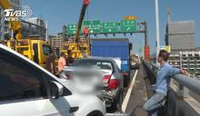 排隊下太原匝道未注意 台74線5車連環撞
