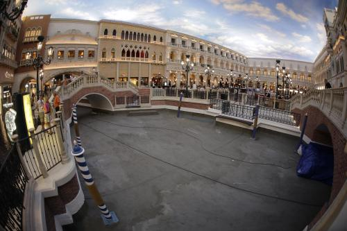 Tourists look out on a drained canal in St. Mark's Square at the Venetian hotel-casino, Thursday, Sept. 19, 2013, in Las Vegas. Management has closed the waterways for several weeks for maintenance. (AP Photo/Julie Jacobson)