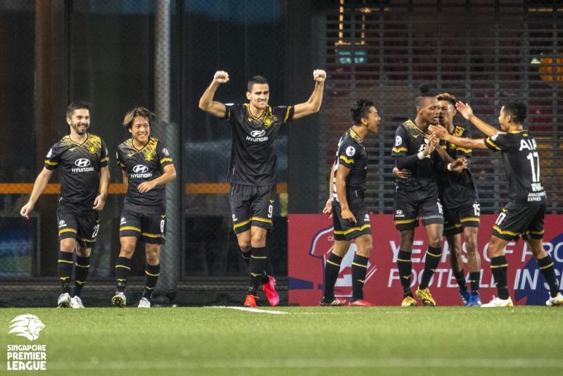 Tampines Rovers striker Boris Kopitovic raises his arms in triumph as his team celebrate their 4-0 Singapore Premier League win over Lion City Sailors. (PHOTO: SPL/Facebook)