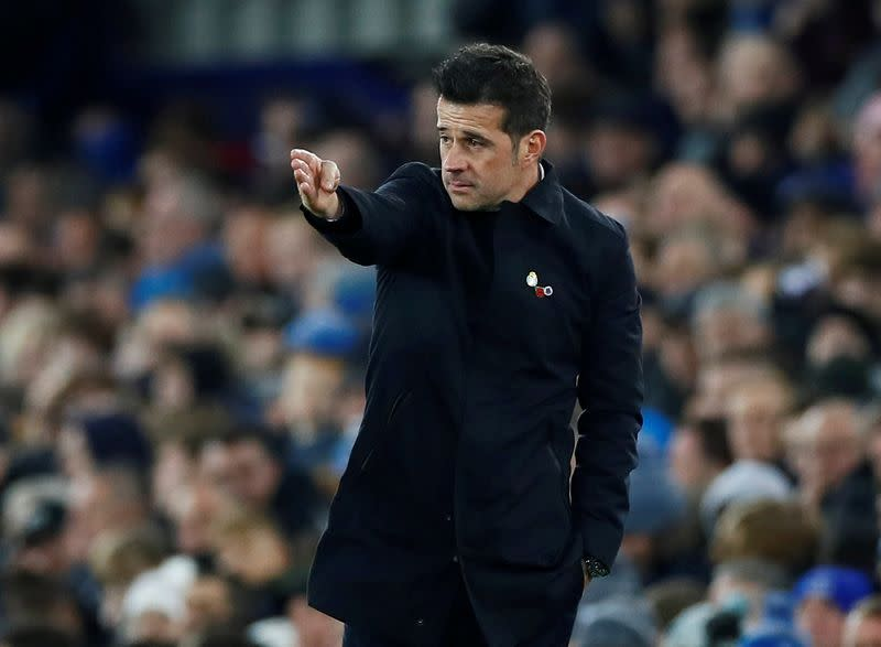 Manager Silva says not facing ultimatum at Everton