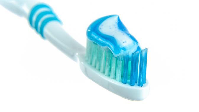 ilustrasi cara membersihkan karang gigi/pixabay
