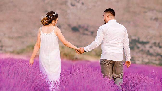 ilustrasi pasangan cinta/Photo by Sokol Laliçi from Pexels