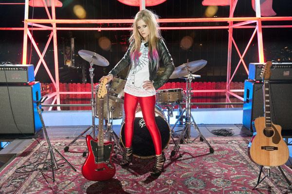 WATCH: Avril Lavigne's Acoustic Set For Her New 'Abbey Dawn' Collection
