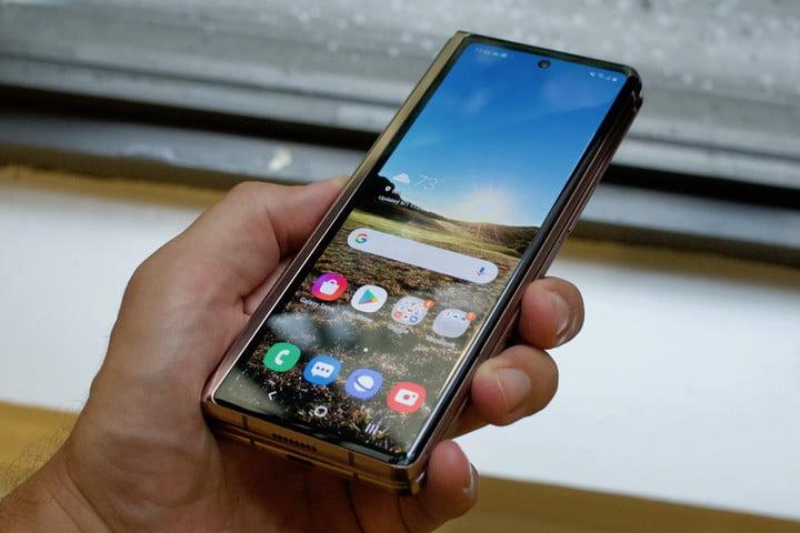 samsung galaxy z fold 2 first hands on features price photos release date cover screen unlocked