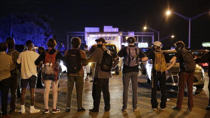 Aksi demonstrasi usai penembakan warga kulit hitam di Atlanta, Rayshard Brooks. (AP Photo/Brynn Anderson)