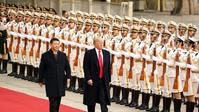 Presiden AS Donald Trump didampingi Presiden China Xi Jinping saat upacara penyambutannya di Beijing (AP Photo/Andrew Harnik)