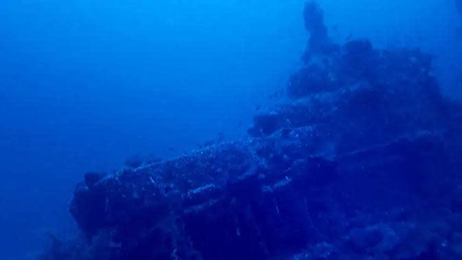 Para penyelam Tunisia menemukan kapal selam Perang Dunia I milik Prancis di lepas pantai Tunisia pada Kamis (8/10/2020) (Photo credit: CLUB DE PLONGÉE RAS ADAR/AFP)