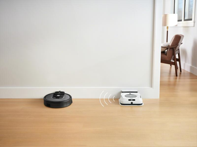 Talk to me, baby: the iRobot Roomba 960 is Wi-Fi connected. (Photo: Walmart)