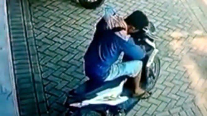 Netizen Ngakak Lihat Maling Motor Ini Beraksi